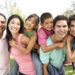 Una Su Familia es una campaña iniciada por FileRight para mantener la communidad migrante informada de cambios potenciales en las leyes de inmigración.